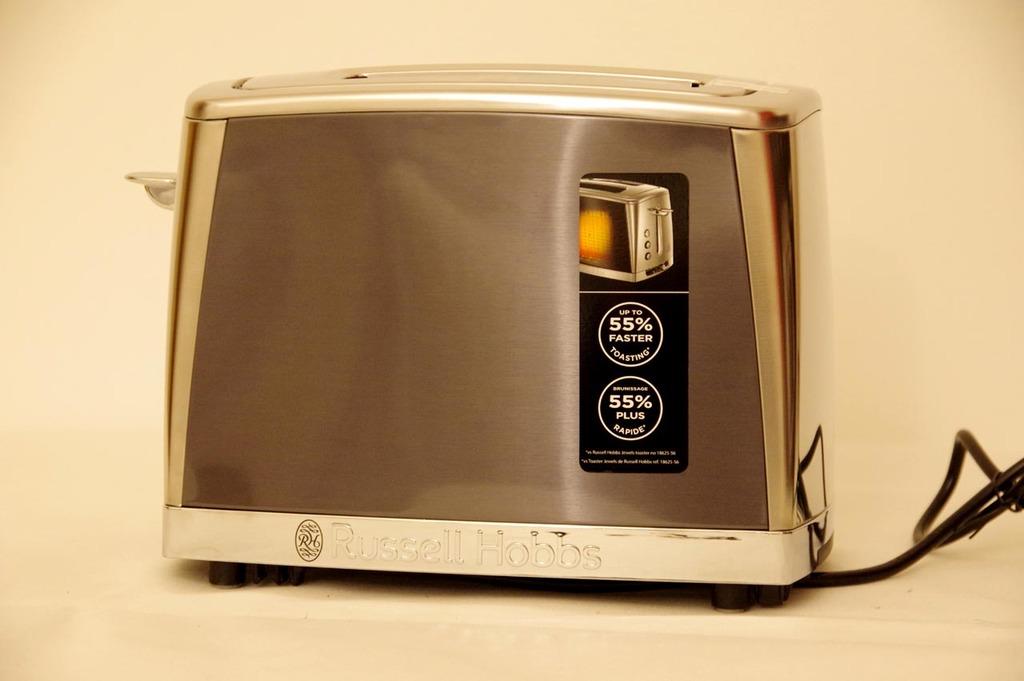 Grille pain Russell Hobbs Luna :  étiquettes à retirer